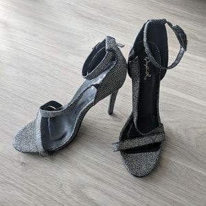 4ae8a4ad9 Qupid Shoes - Silver Qupid Druzy Textured Strappy Heels NWOT